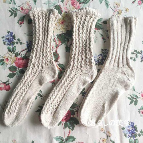 透かし模様の手編みの靴下