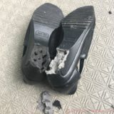 経年劣化してポリウレタン底が崩壊した靴