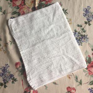 三つ折りにして雑巾を作る工程