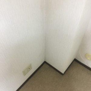壁紙の黒カビを掃除した後の様子