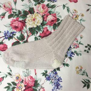 たくさん補修した手編みの靴下