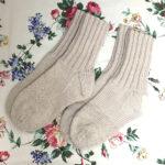 補修だらけの手編みの靴下を編み直しました!