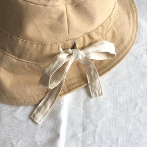 リボンがポイントの手作り帽子