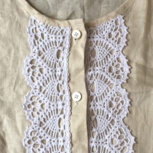レース編みを縫いつけたデザイン
