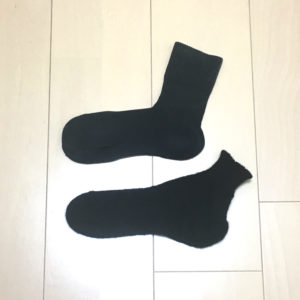 既製品と手編みの靴下の比較