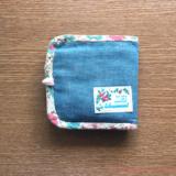 ハンドメイドの二つ折り財布