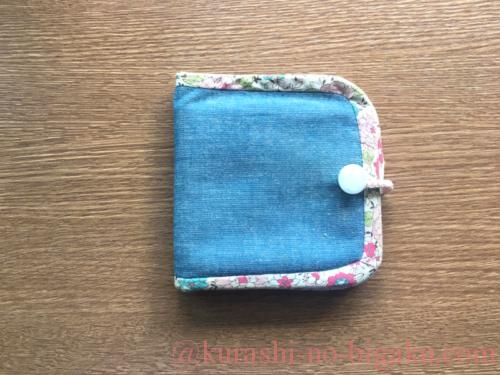 手作りした二つ折り財布の裏面