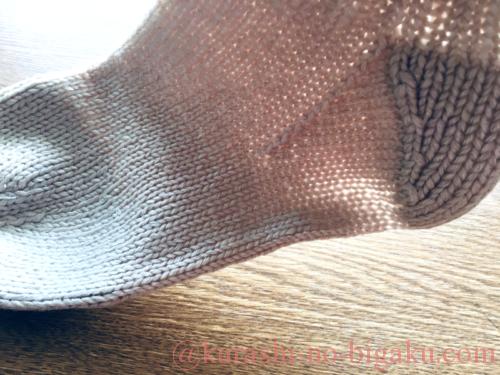 かかとが薄くなってきた手編みのソックス