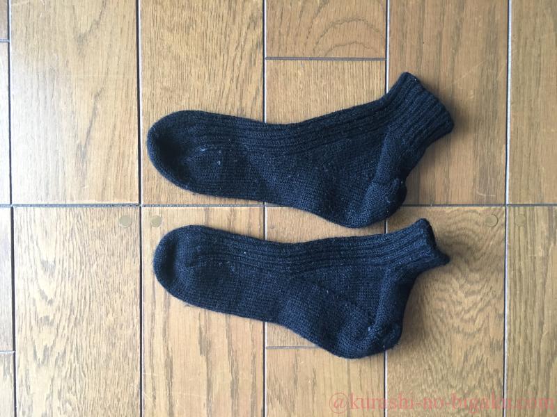 純毛毛糸で編んだ靴下