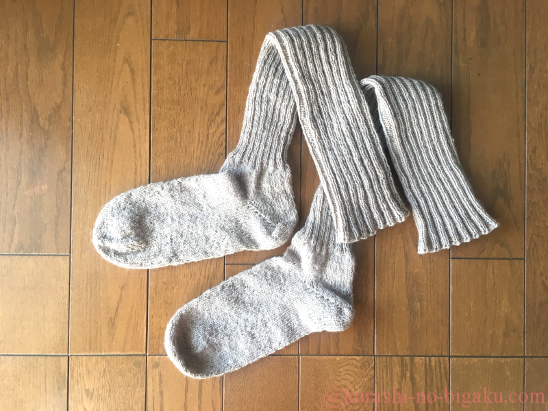 手編みのロング丈のソックス