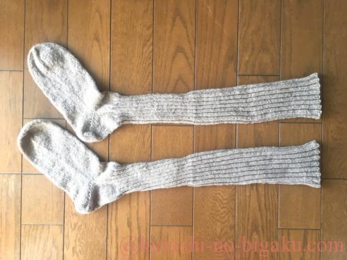 手編みのニーハイソックス