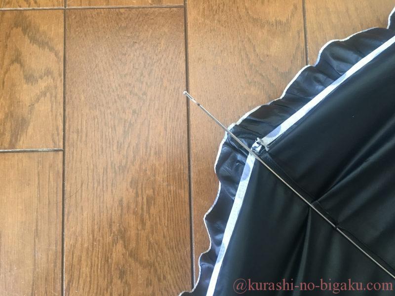 骨組みから糸が切れた日傘